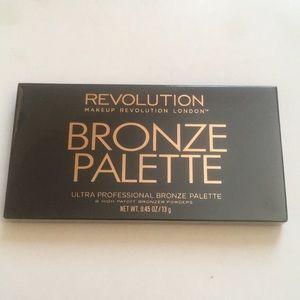 NIB Makeup Revolution Bronze palette
